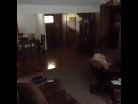 IMPRESSIONANTE- fantasma filmado em uma casa .
