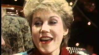 Watch Anne Murray The Christmas Song video