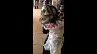 Cameriera scheletro per Halloween (Waitress skeleton for Halloween)
