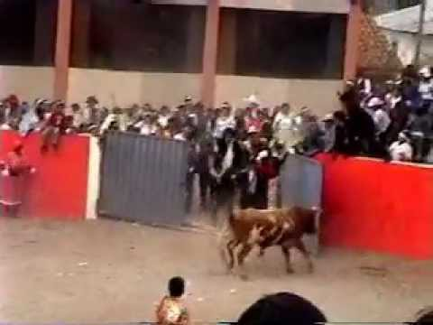 ESPECTACULAR COGIDA POR UN TORO .... BULL ATTACKS PEOPLE