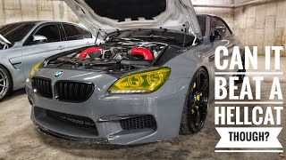 Modified BMW M6 Races a Stock Hellcat After Rallye Car Show