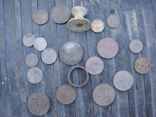 Коп: серебренный медальон и монеты на tubethe.com.