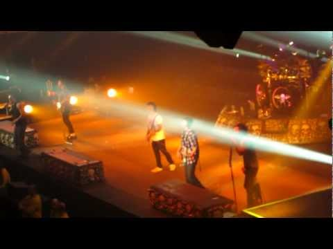 A7X - Unholy Confessions Live, Fan Plays Guitar