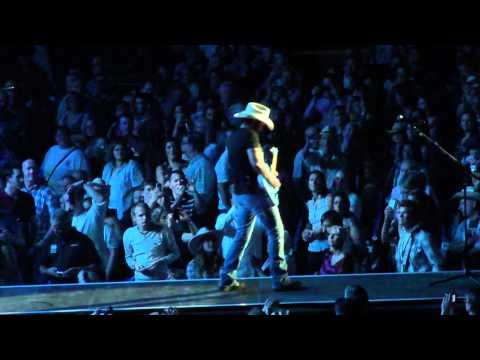 Brad Paisley - Waitin' On A Woman (live In London) video
