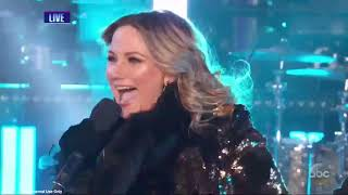 Download Lagu Sugarland Returns to National TV to perform a medley of their hits on NYE Gratis STAFABAND
