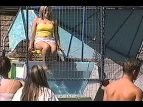 4 Pretty Girls Take Turns in a Dunk Tank