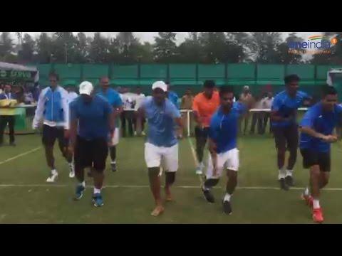 Leander Paes & team dancing on 'Afghan Jalebi' to celebrate Davis cup victory | Oneindia News