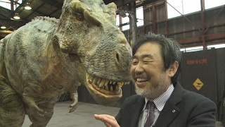 二足歩行するリアルな恐竜を制作
