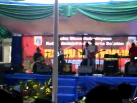 Benang Merah Perfom Blok-m (cover Kapten - Lagu Sexy).3gp video