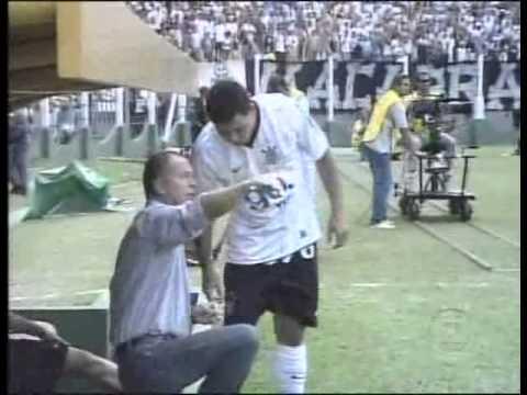 Ronaldo Fenômeno - Primeiro Gol Com A Camisa Do Corinthians video