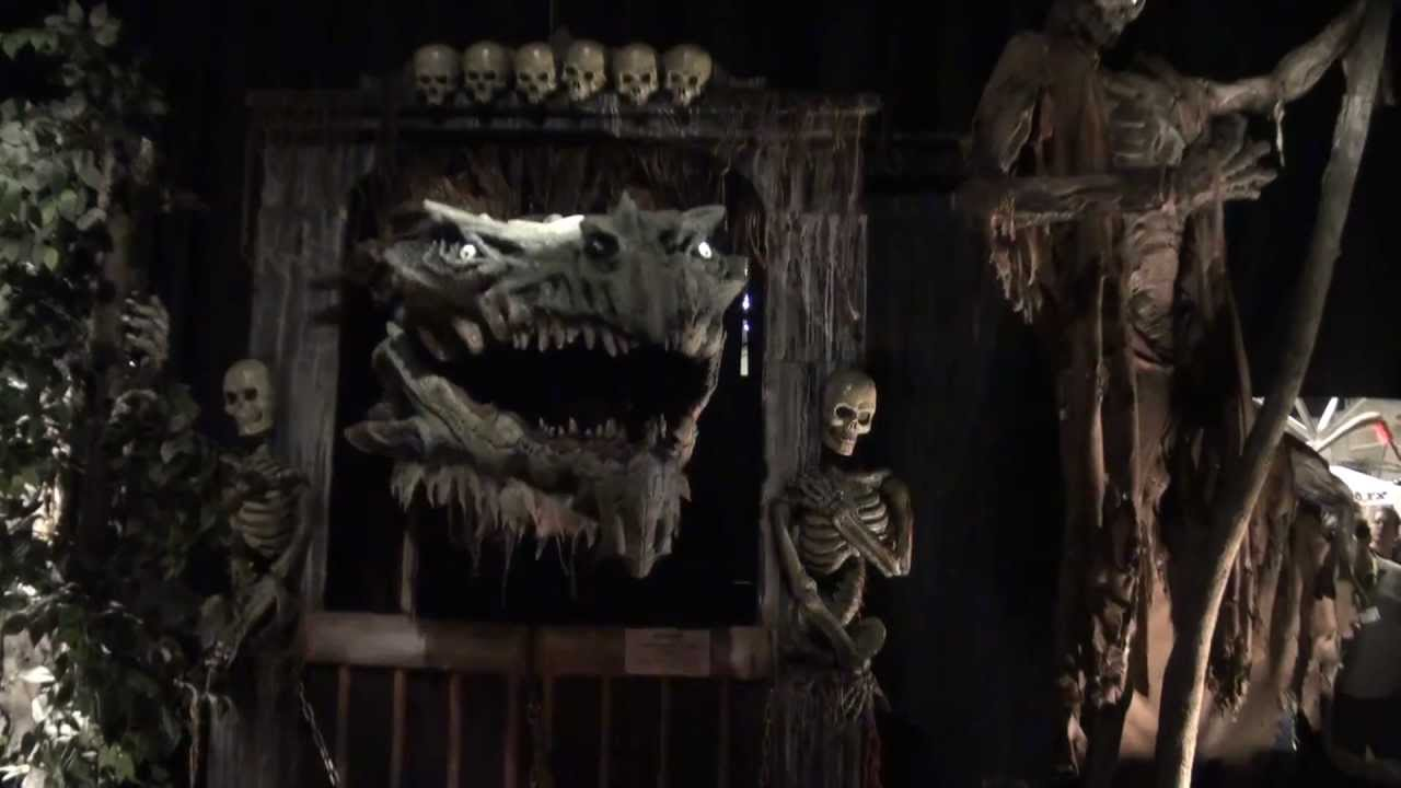 Transworld 2013 professional halloween prop show youtube for Halloween decorations u can make