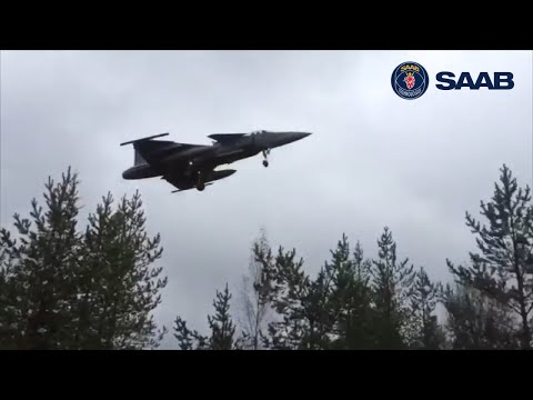 SAAB JAS-39 Gripen Landing on road in Finland 2015