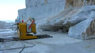 DIAMOND WIRE SAW S850EG IN CARRARA QUARRY