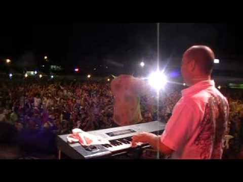Cocoband - La faldita en vivo.wmv