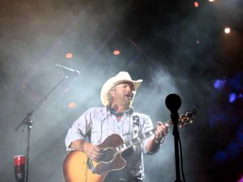 Toby Keith - He Aint Worth Missing