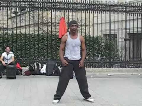 Genial performance de un artista callejero en Francia