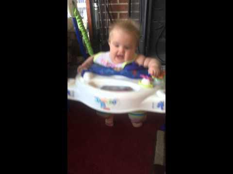 泣いてた赤ちゃんがもう笑った!!あっという間にご機嫌♪
