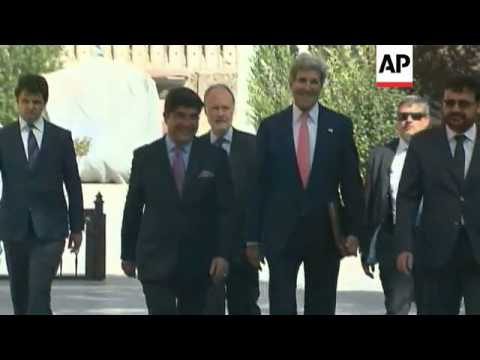 US Secretary of State John Kerry meets with Afghanistan President Karzai to broker an agreement on t
