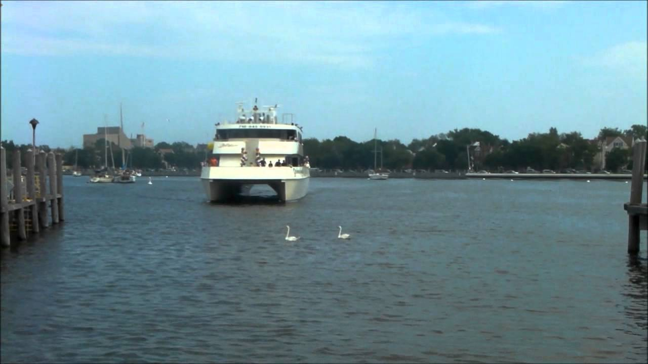 Catamaran party boat golden sunshine docking in for Brooklyn fishing boat