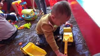 máy cẩu máy súc đồ chơi trẻ em đùa nghịch vui nhộn muc dat cat  vào oto