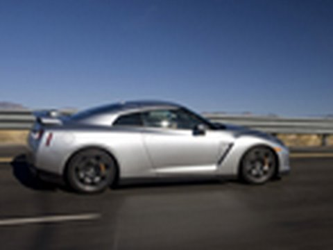 GT-R Hits 190+ MPH! - 2009 Nissan GT-R Top Speed Run