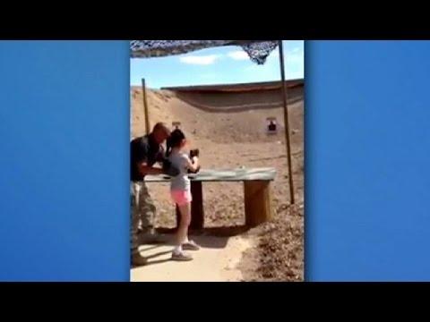 طفلة اميركية تقتل مدربها على الرماية