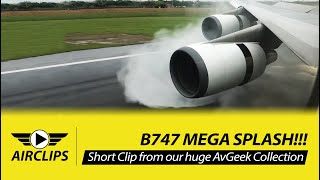 INCREDIBLE!! Boeing 747-400 MEGA SPLASH during thrust reverse - EVA Air Taipei Landing!  [AirClips]