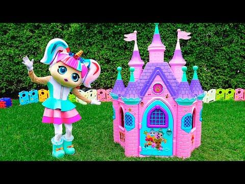 Vlad and Nikita build Playhouses for doll