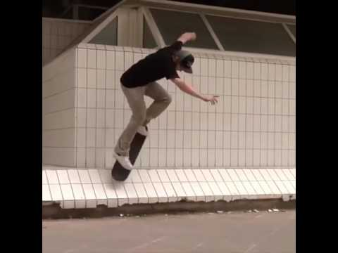 👣 @mikeanderson 📹: @scubasteve via @krooked | Shralpin Skateboarding