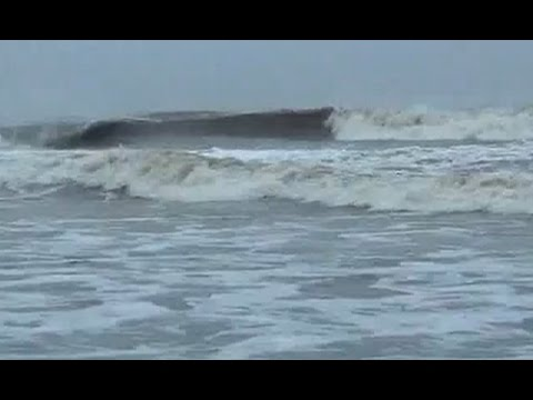 Cyclone Hudhud passes over Odisha, now flood threat looms large over state