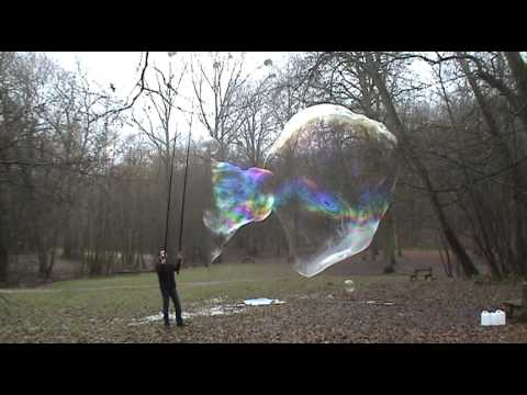 Alone with my giant soap bubbles... bulles de savon géantes
