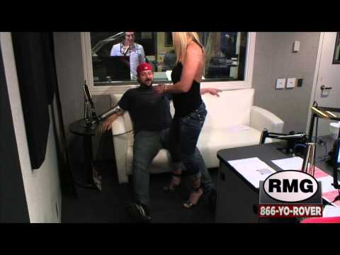 Dumb Gets Lap Dance from Hook-Up Hottie