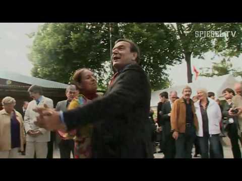 SPIEGEL TV - Altkanzler Schröder im Kleingartenverein