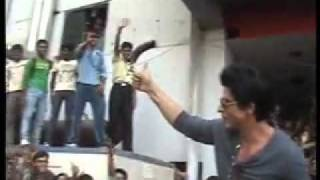 SRK hysteria in indore - Promoting RaOne