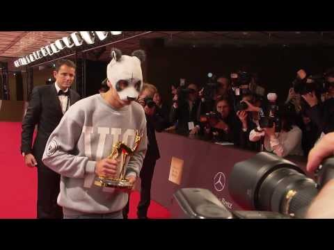 Cro Und Salma Hayek, Bambi 2012 video