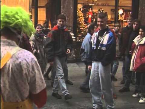 Super Creepy Clown Juggler