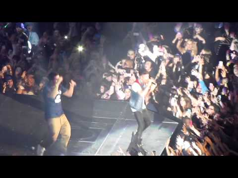 Justin Bieber feat. Drake - Right Here & The Motto - Live