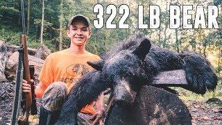 322 lb BLACK BEAR. HOUND HUNTING SOUTHERN WV.