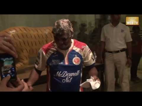 Muttiah Muralitharan is given an awesome birthday celebration by his team mates