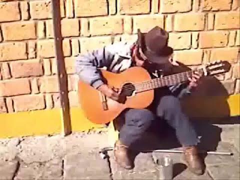 Cantante en Mercado República, San Luis Potosí, SLP. México.
