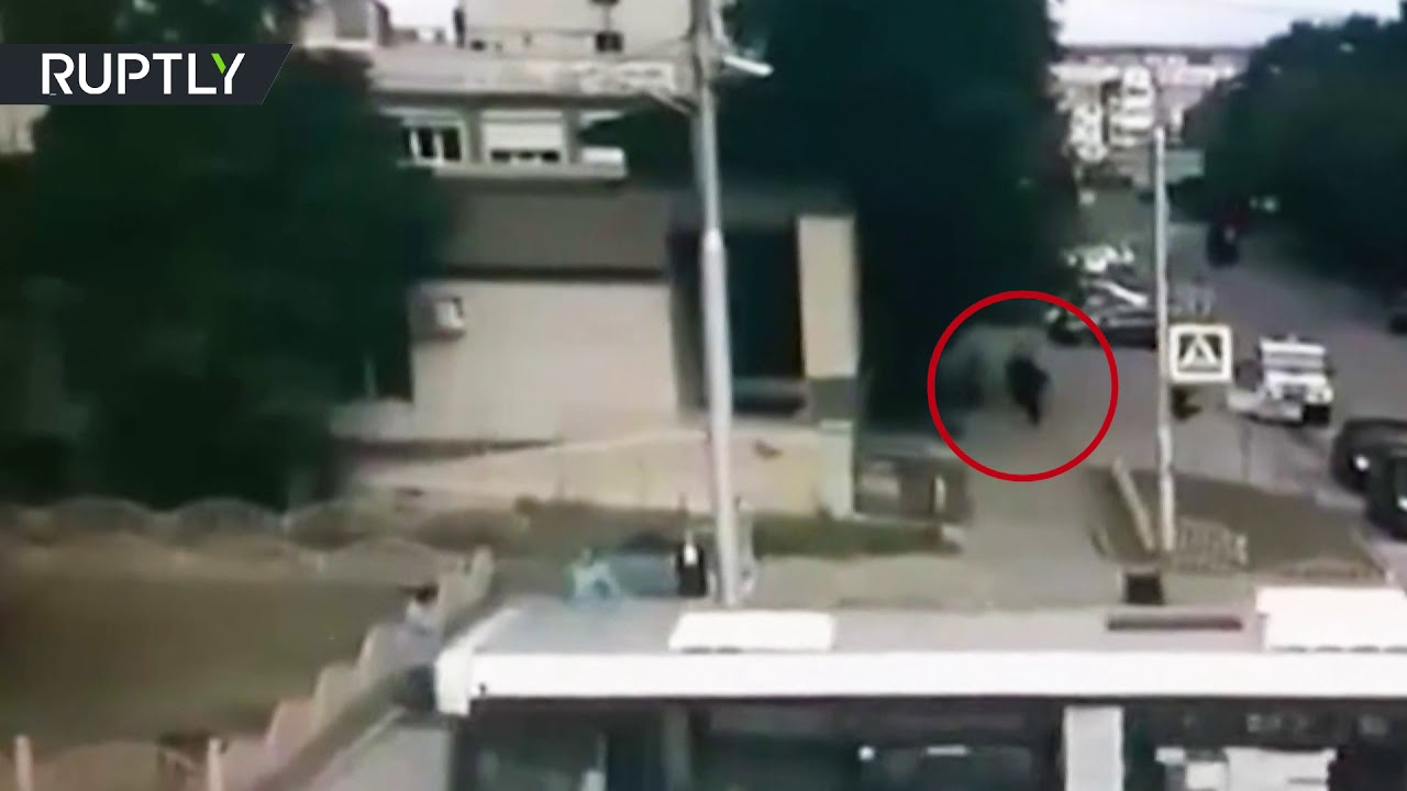 CCTV: Moment police officer kills Surgut knife attacker caught on cam