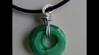 Bisutería reciclando la rosca de botellas de plástico - Jewelry made out of recycled plastic bottles