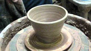 MAKING A BOWL FROM WITH AND RED CLAY.wmv