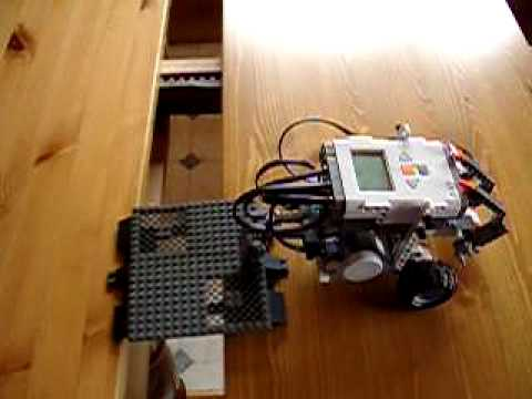 Bridge-Laying Lego NXT Robot