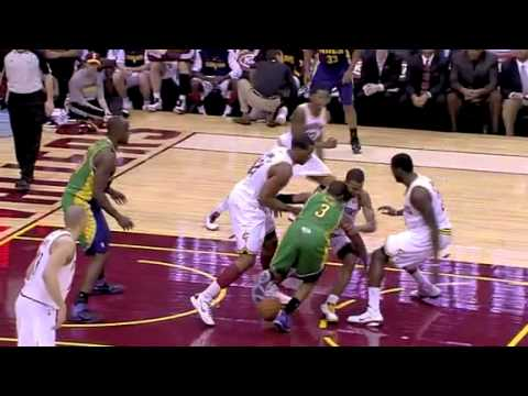 Chris paul gets taken off court on a stretcher after head collision 3-6-11