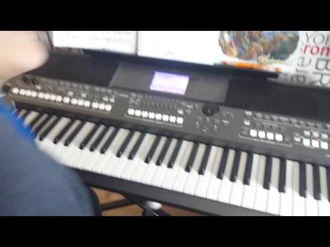 Mój Kolega Gra Na Pianinie
