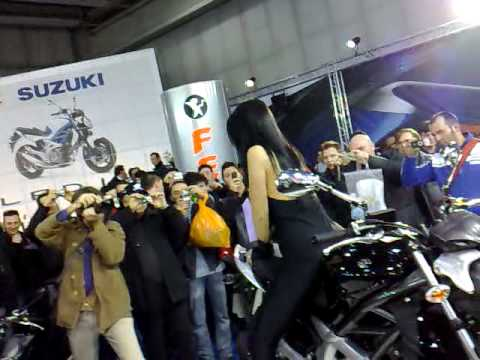 fiera moto verona super tette!! Video