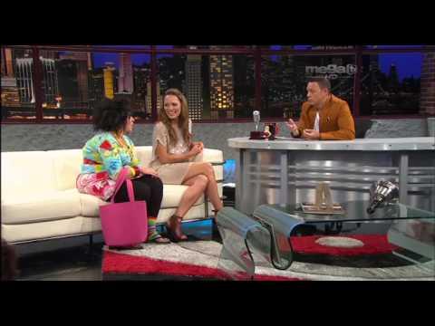 La actriz y presentadora colombiana, Carolina Acevedo, y Magdalena La Pelúa, en ENTN