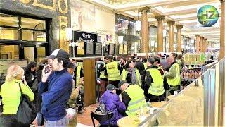 Des Gilets jaunes envahissent un Starbucks sur les Champs-Élysées - Paris - 24 février 2019