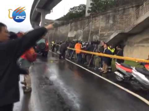 TransAsia Airways ATR-72 Plunges Into River